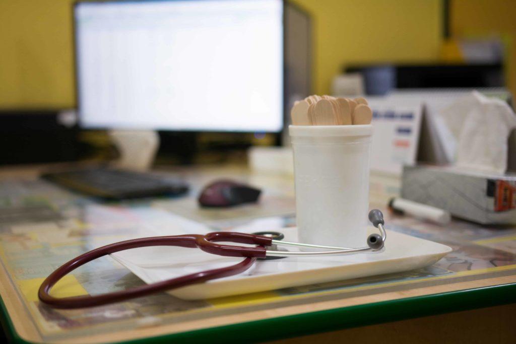 fonendoskop a dětská ambulance detail